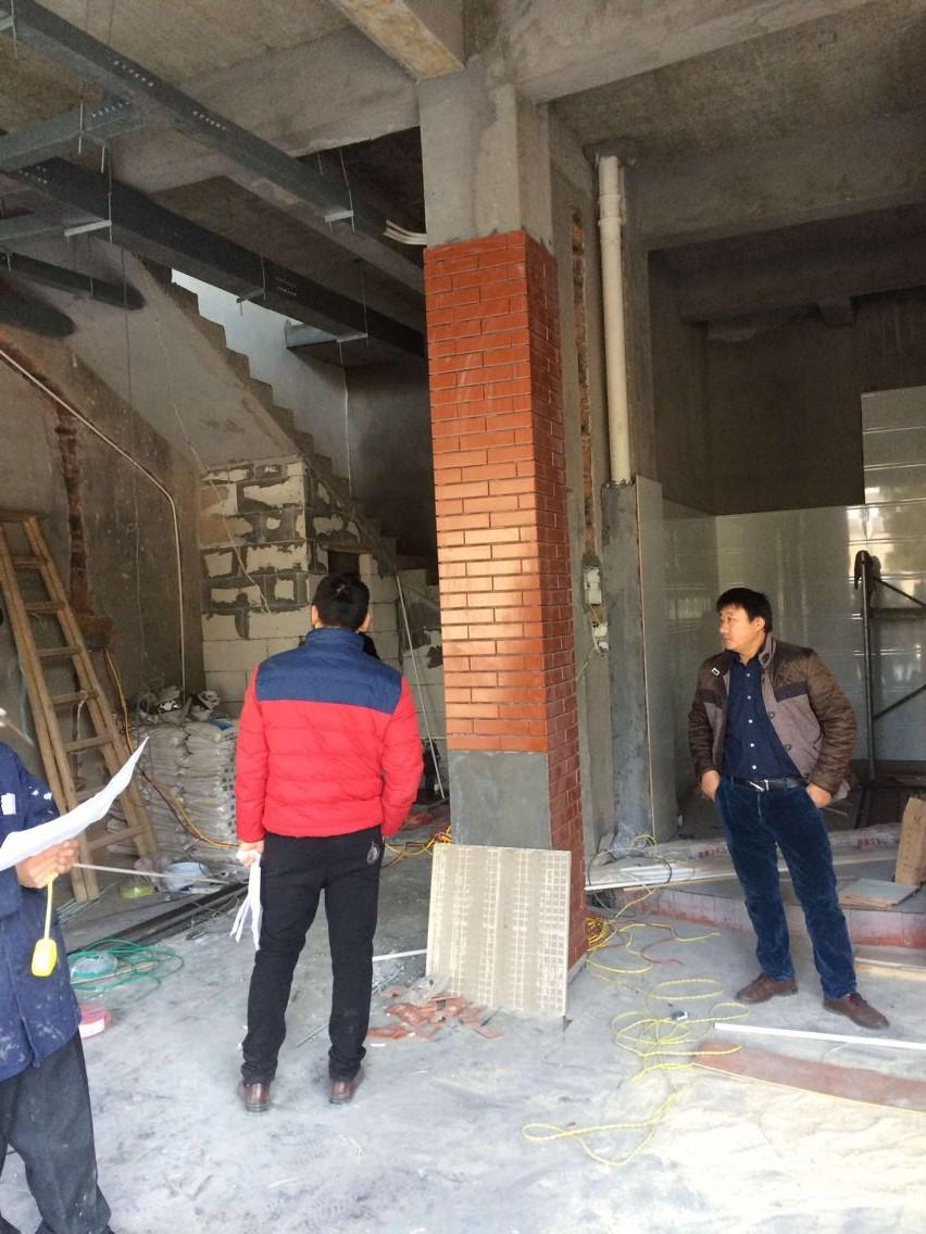 諸葛烤魚總部設計師到江西上饒鉛山店現場指導工作